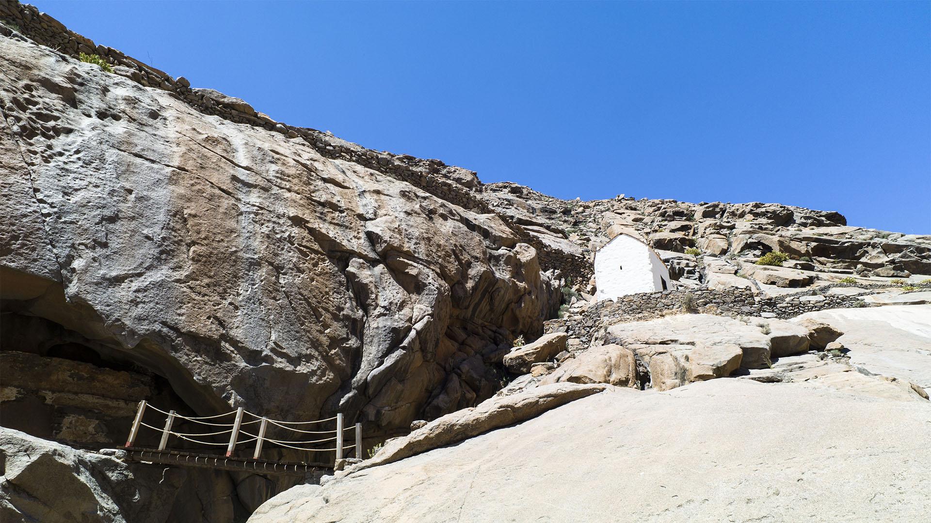 Barranco de las Peñitas – durch den Flusslauf zog Gadafir de La Salle und seine Mannschaft im November 1404 ins heutige Betancuria, um dort das Fort Valtarajes zu errichten.