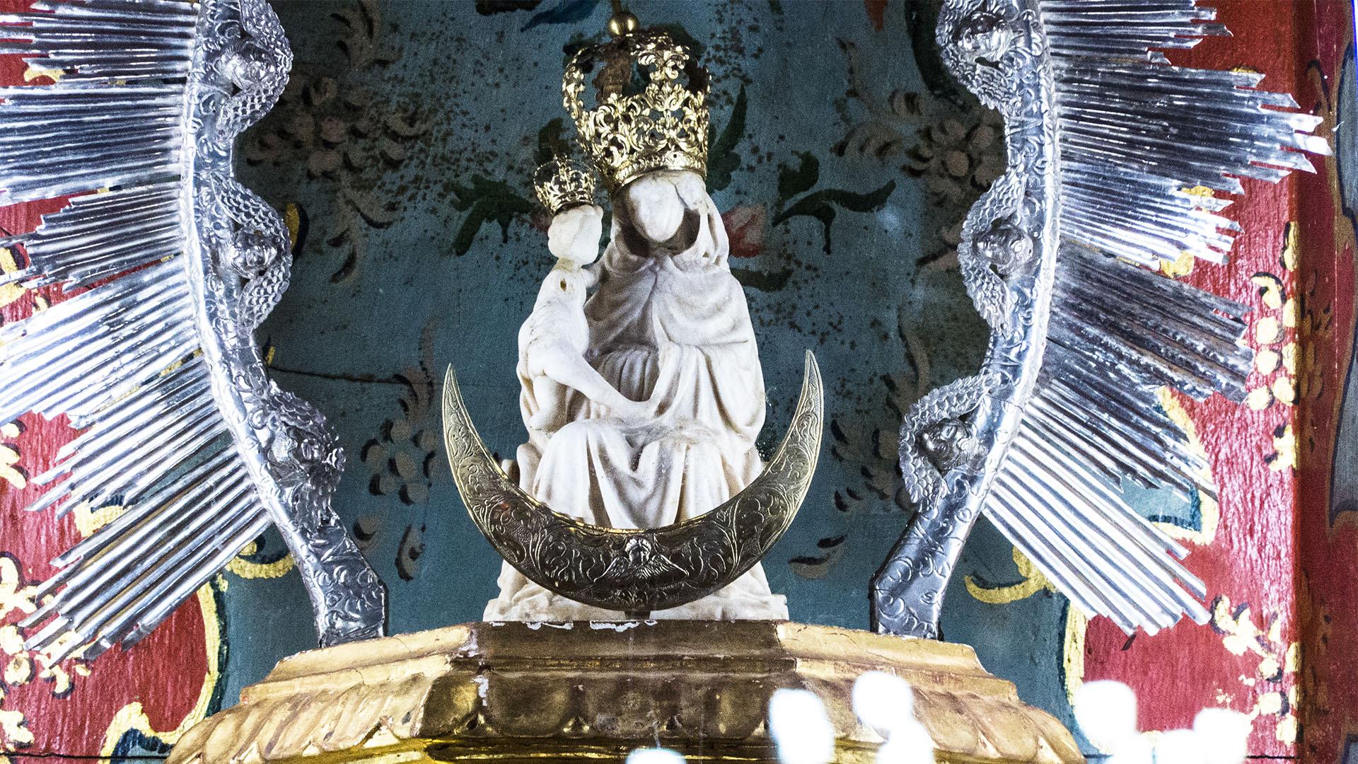 Die gotische Alabaster Madonna Virgen de la Peña, die Jean de Béthencourt auf die Insel brachte.