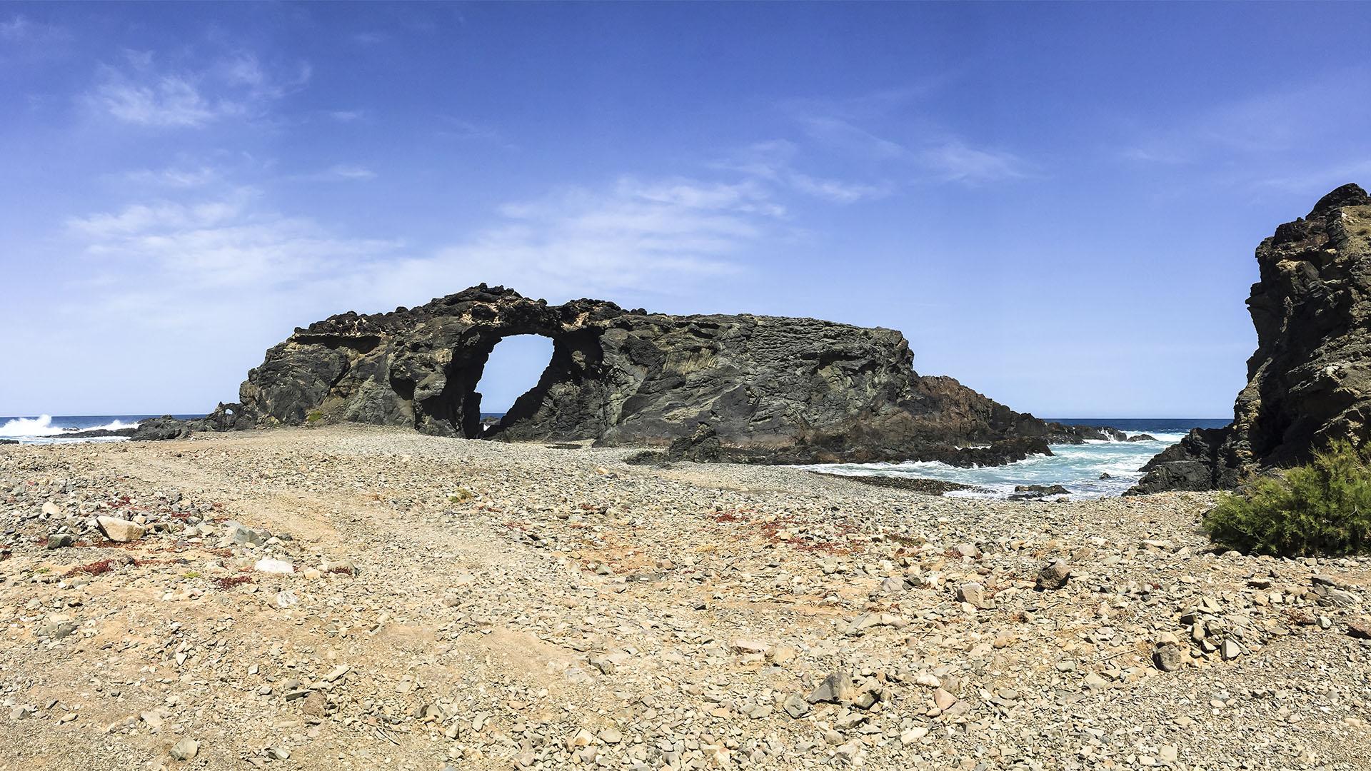Das Felsentor Arco de Jurado – hier ging Gadifer de La Salle und seine Mannschaft im November 1404 an Land.