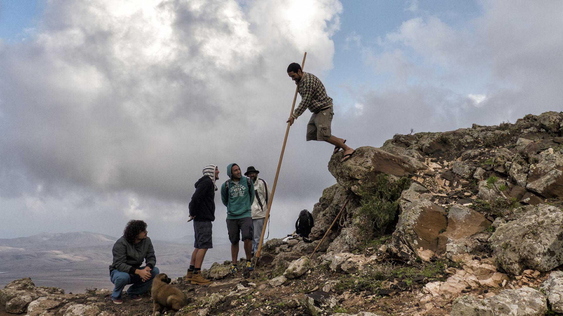 Traditionen Fuerteventura –Lucha Canaria, Stockkampf, Salto del Pastor.