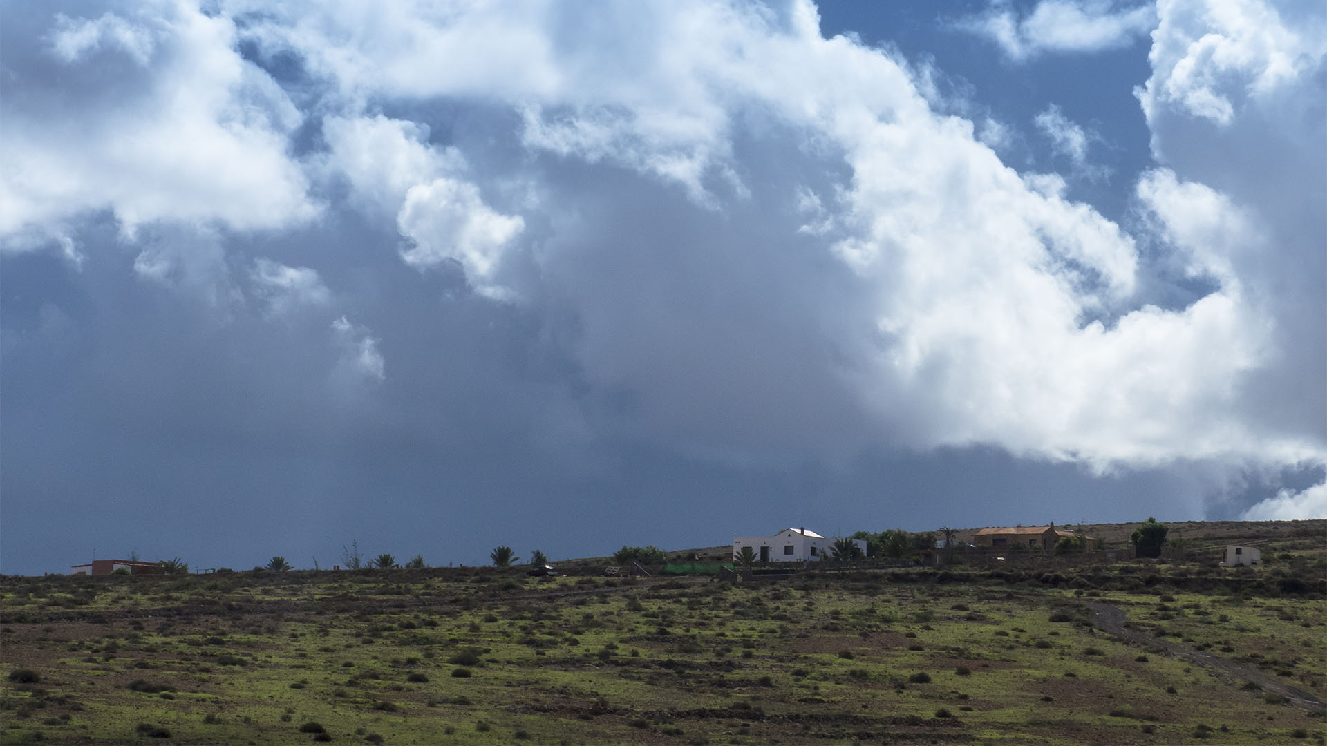 Landwirtschaft auf Fuerteventura –Trockenlandbau mit ausgeklügelten Gavias, Wasserspeicher, Kanälen.