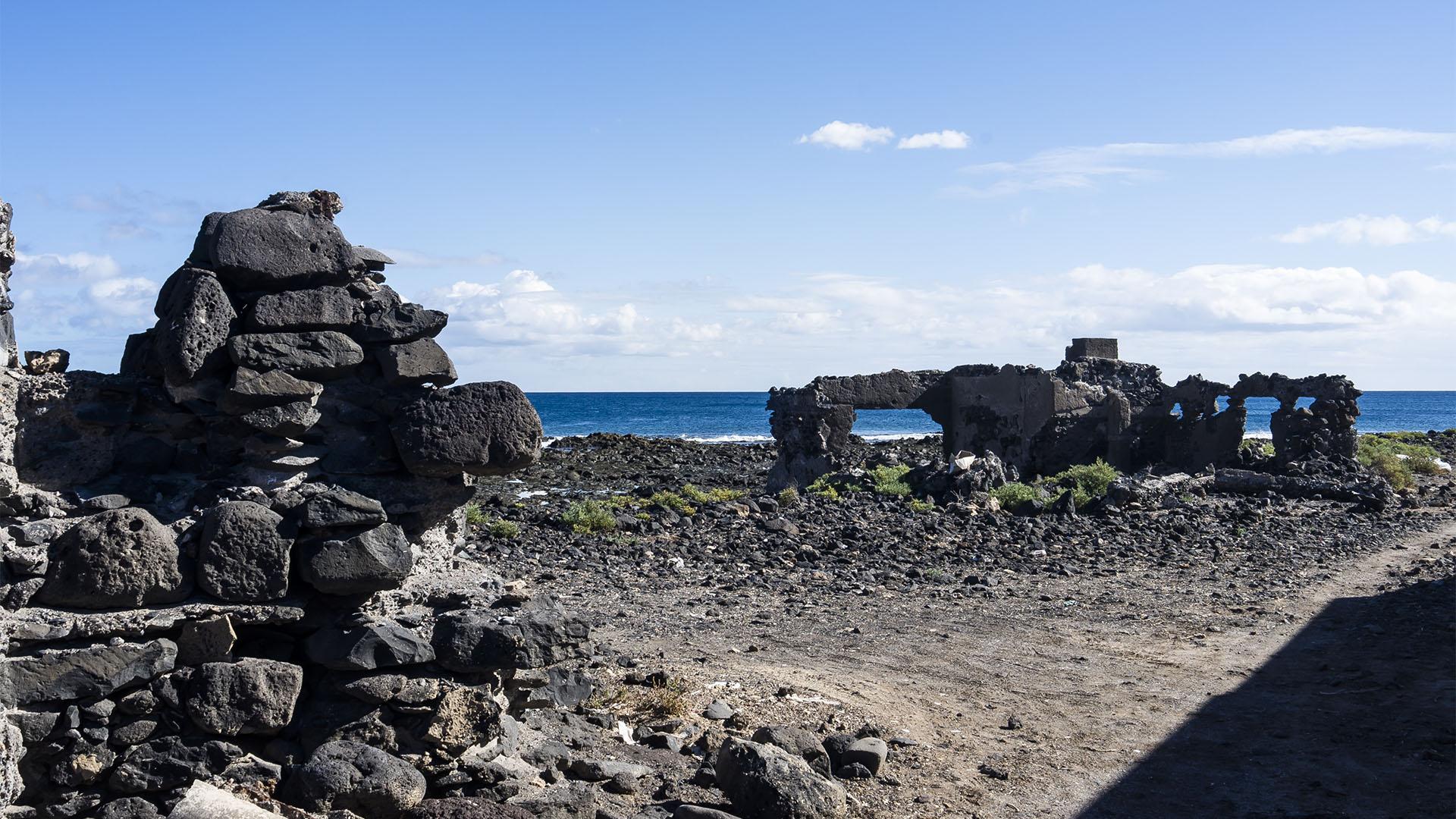 Die Reste der alten Saline von Puerto del Rosario am Playita de las Arenas.