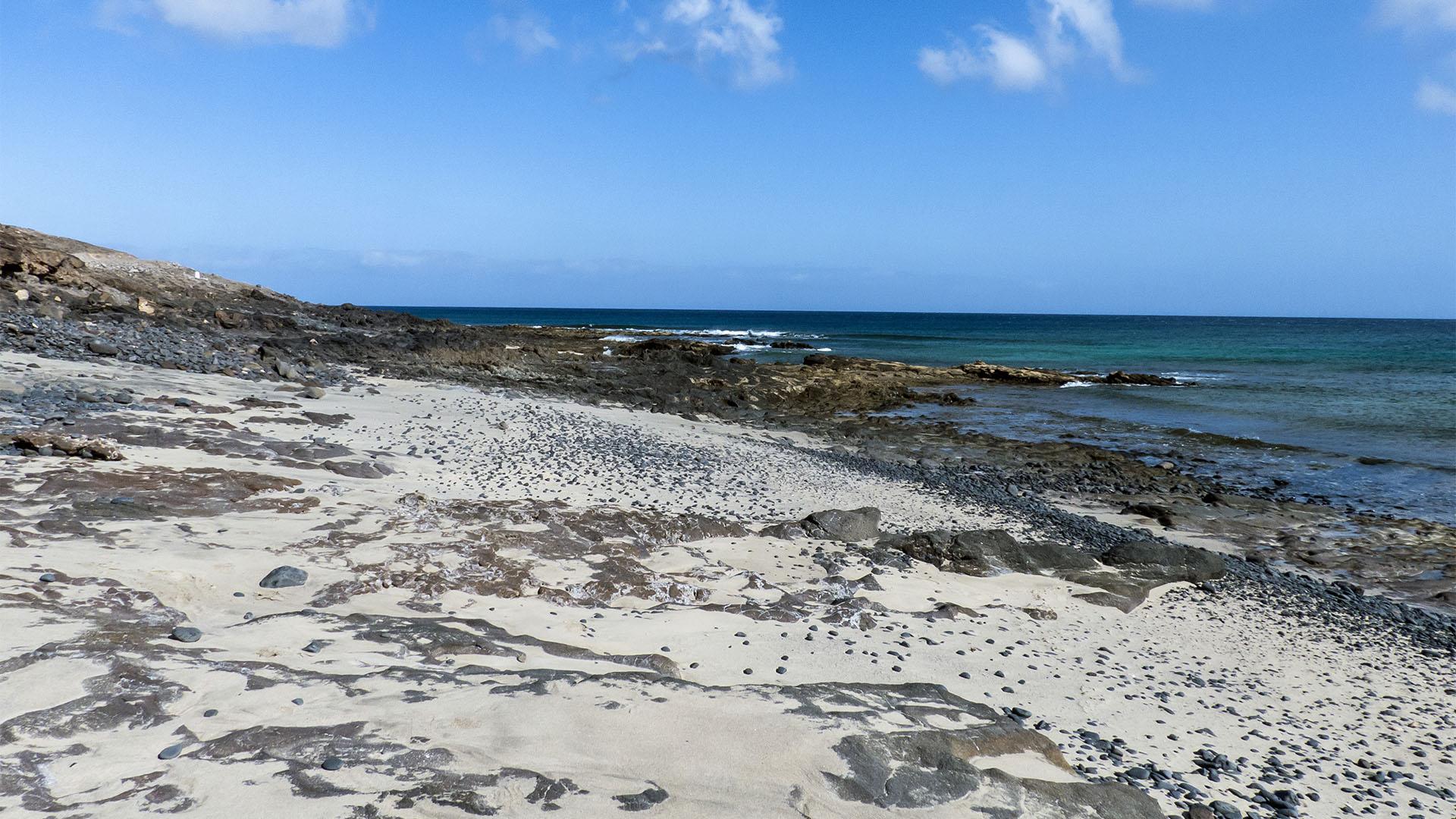 Die Strände Fuerteventuras: Casas de Cueva de la Negra.