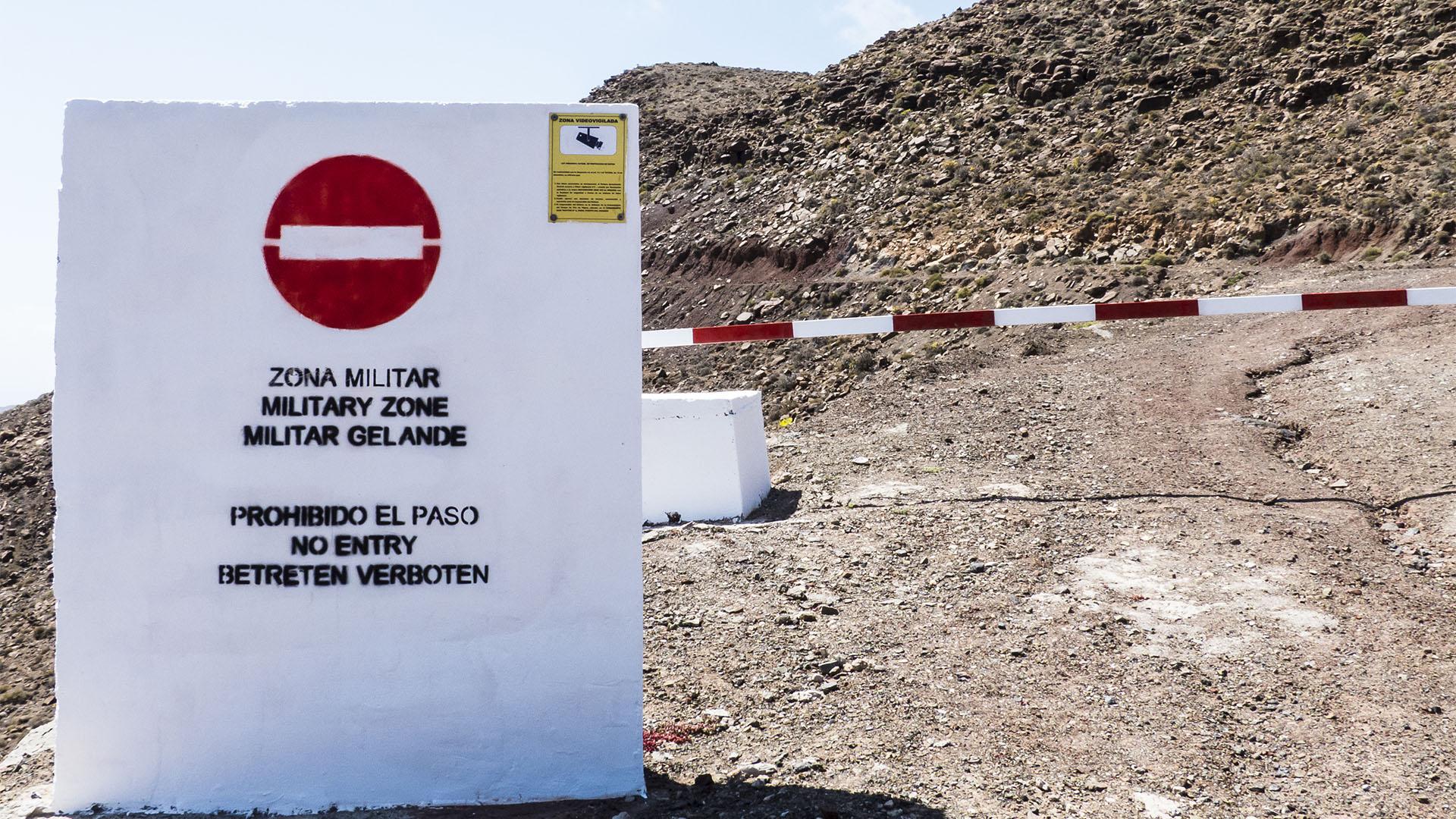 Die Strände Fuerteventuras: Playas Negras - Sperrgebiet.