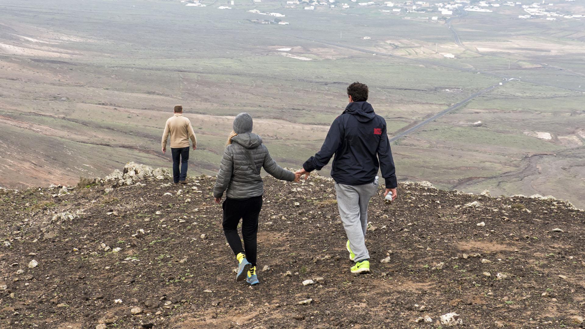Wandern + Trekking auf Fuerteventura: Wintersonnwende am Montaña de Enmedio Montaña Tindaya.