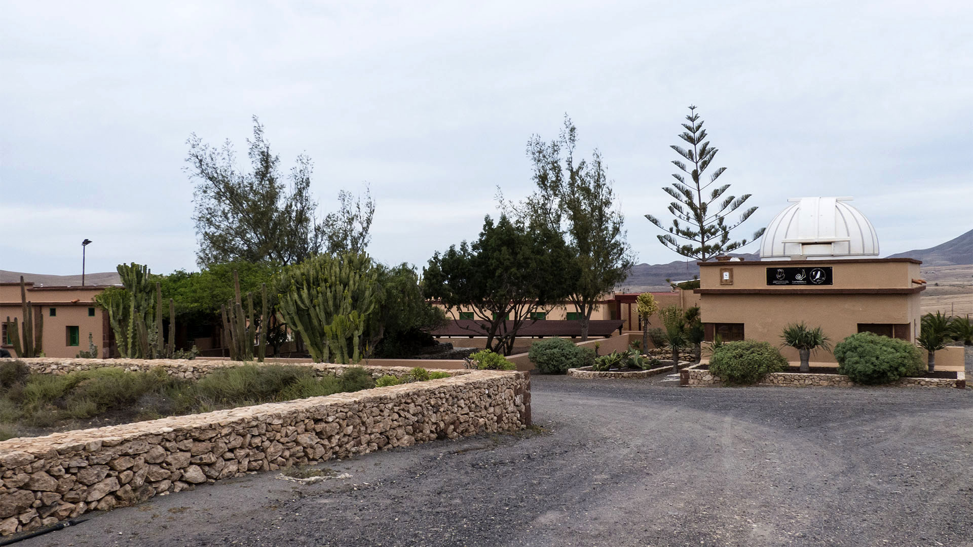 Sehenswürdigkeiten Fuerteventuras: Tefía – Observatorium und Franco Barracken