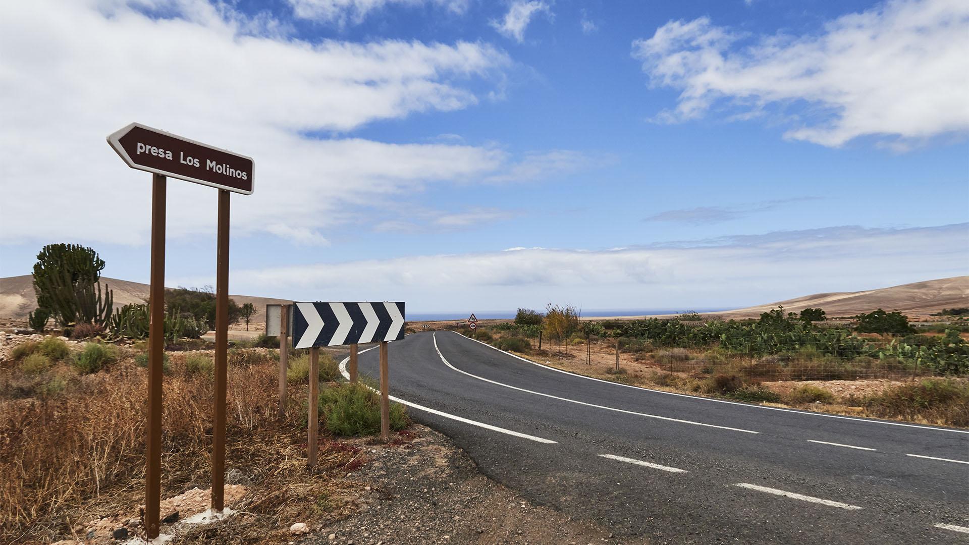 Der Abzweig zum Embalse de Los Molinos Fuerteventura.