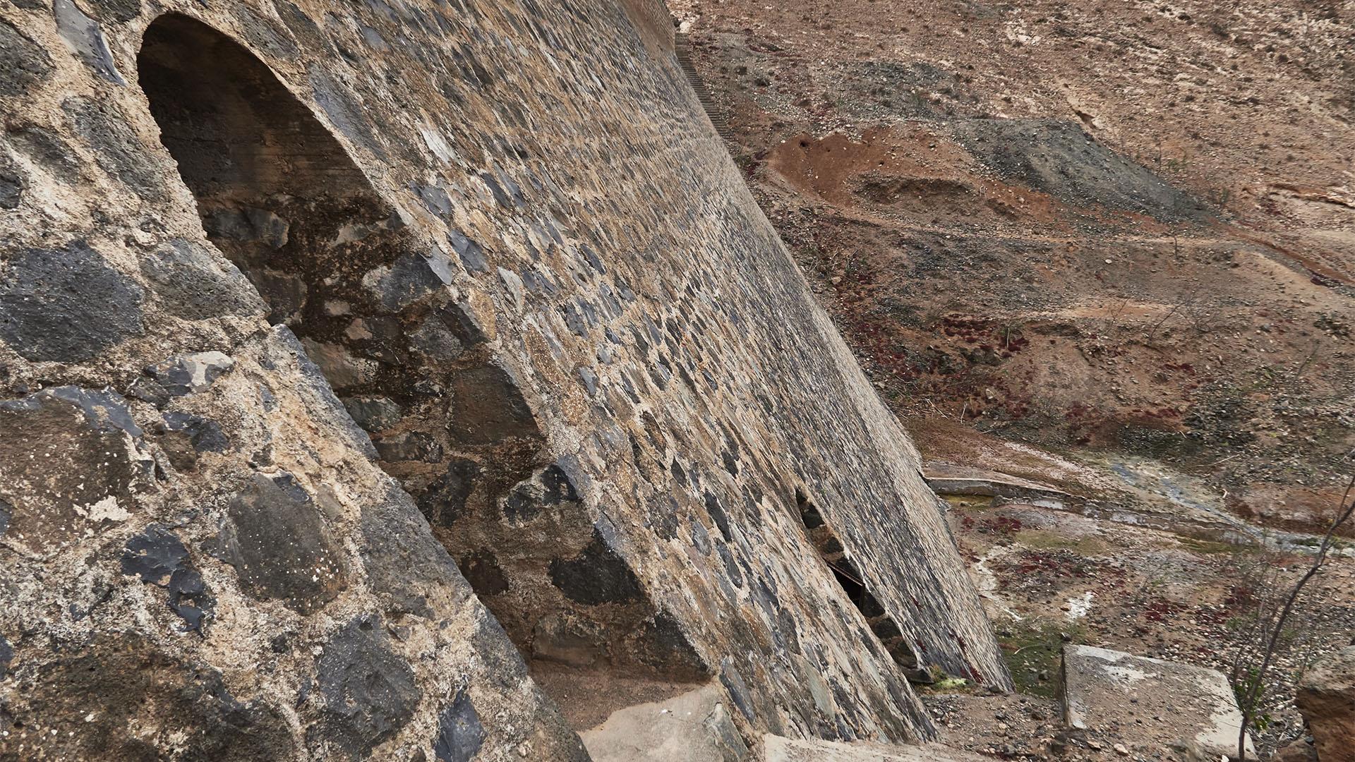 Der Inspektionsgang des Staudamms Embalse de Los Molinos Fuerteventura.