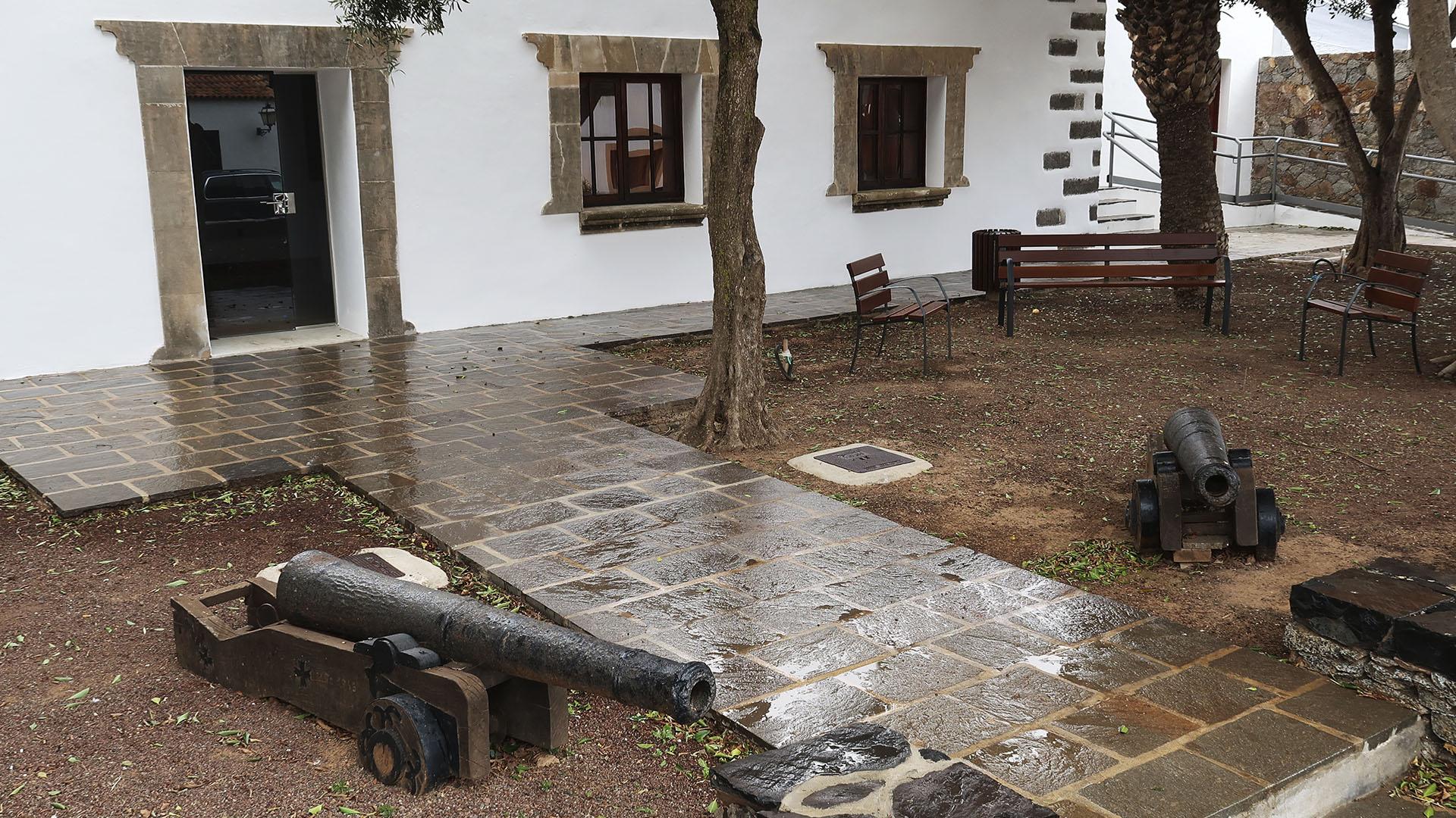 Kanonen des Col. Melchor Cabrera Bethencourt aus dem 18. Jhd. Fuerteventura.