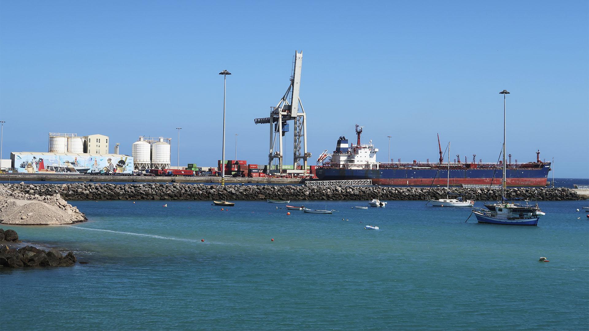 Der Frachthafen von Puerto del Rosario Fuerteventura.