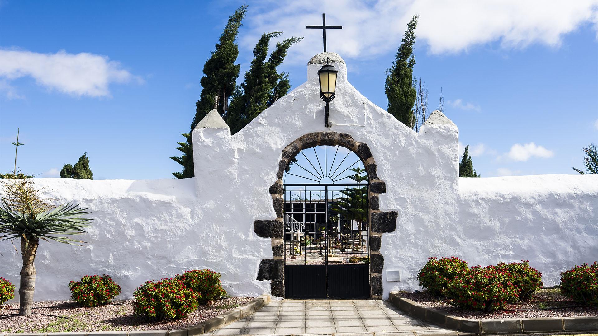Die Kapelle Ermita de San Ángel am Friedhof von Casillas de Ángel Fuerteventura.
