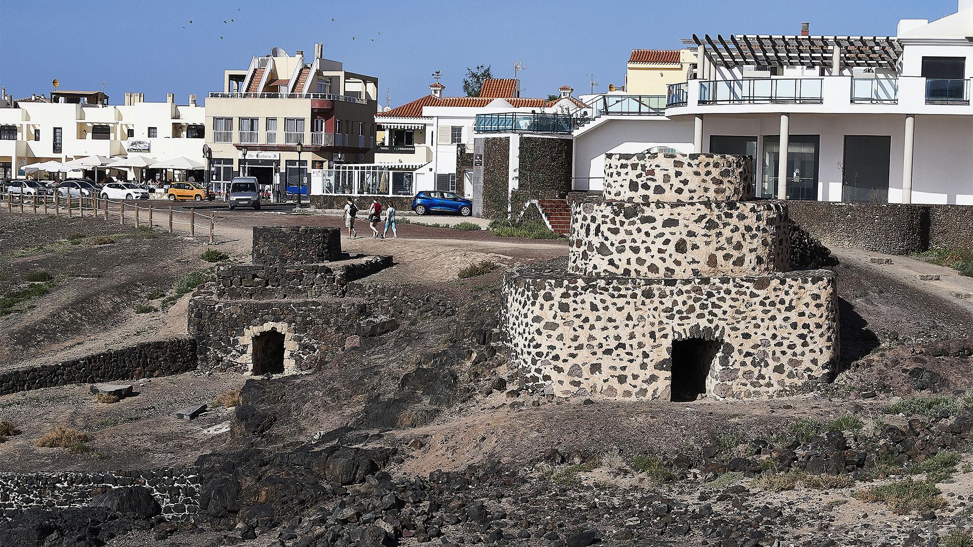 Die Kalköfen im Hafen von El Cotillo Fuerteventura.