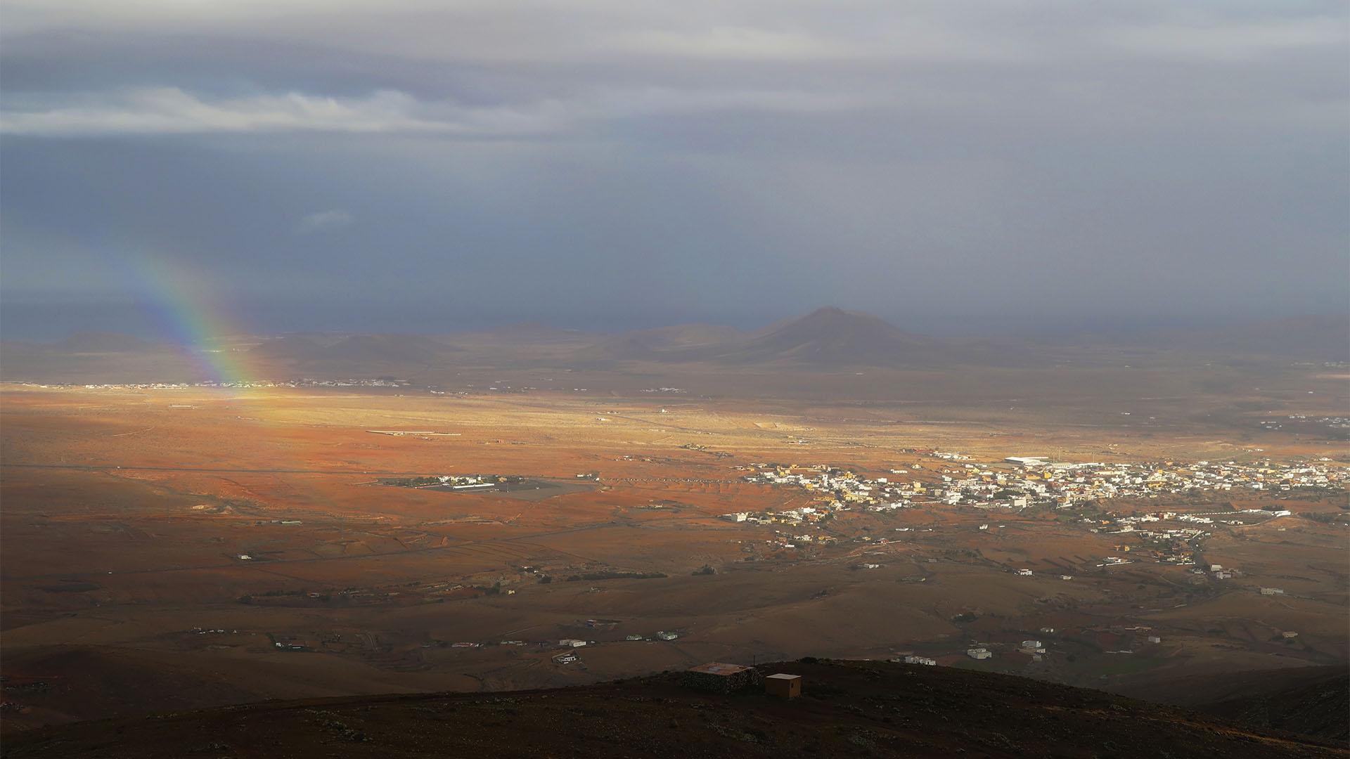 Antigua Fuerteventura mit Regenbogen vom Morro Velosa Fuerteventura.