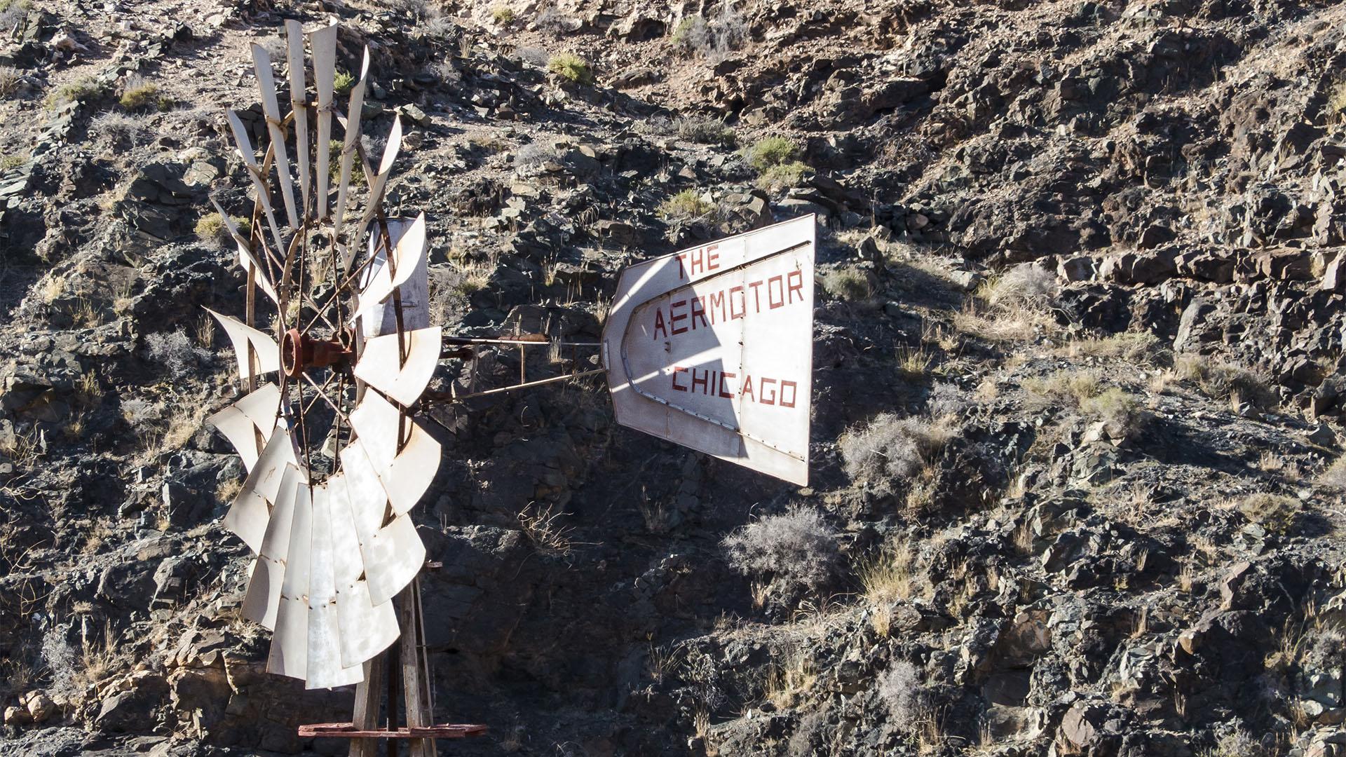 """Die Weiler von Buen Paso nahe Ajuy Fuerteventura: Ein original """"Chicago"""" –""""The Aeromotor Chicago"""" aus dem letzten Jahrhundert."""