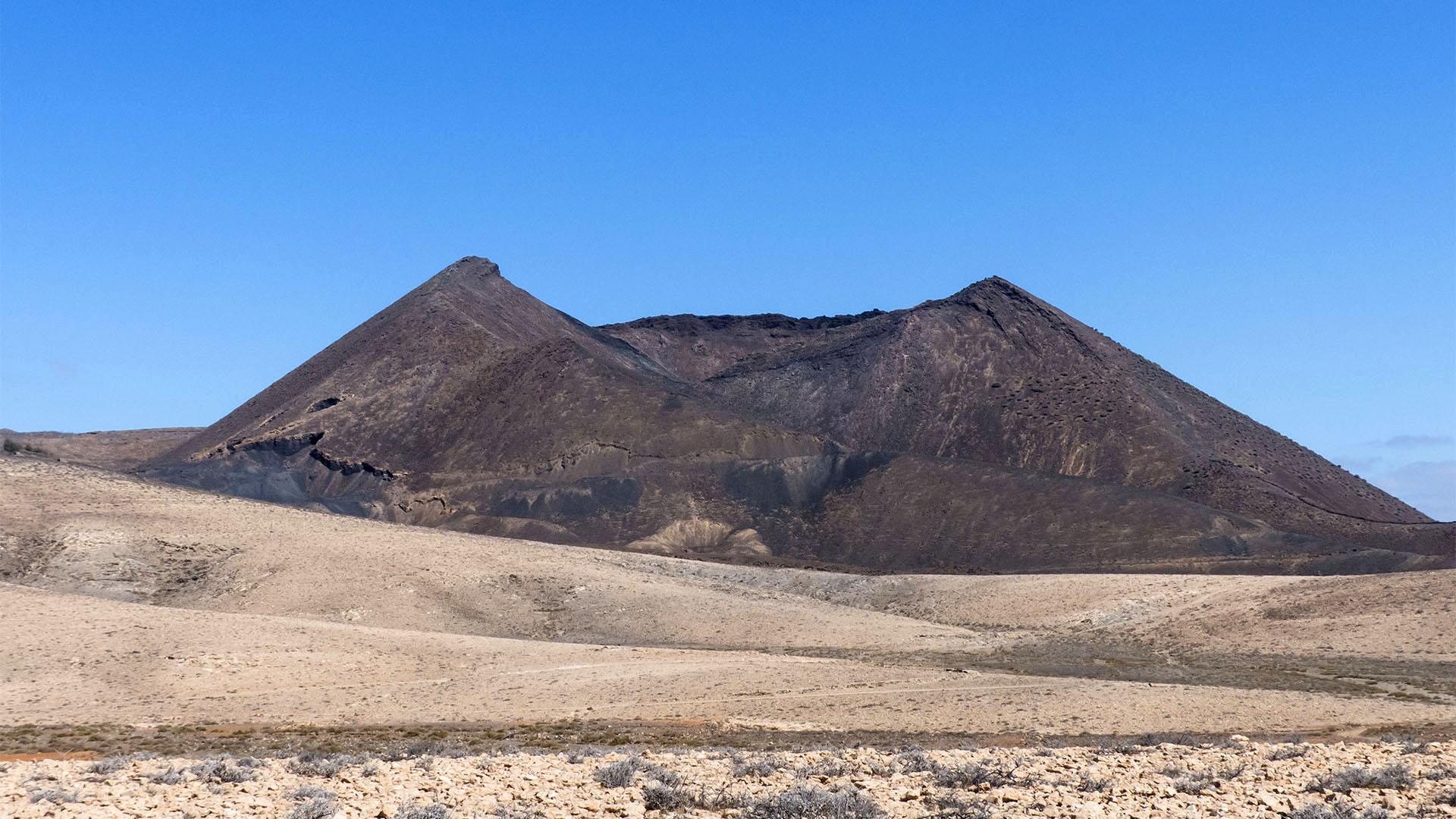 Der alte Vulkankegel Caldera de Gairía bei Agua de Bueyes Fuerteventura.