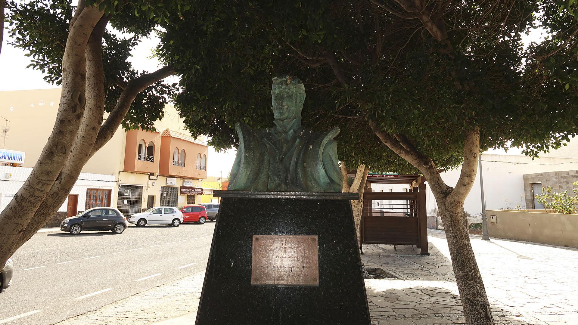 Denkmal Manuel Velázquez Cabrera in Tiscamanita Fuerteventura.