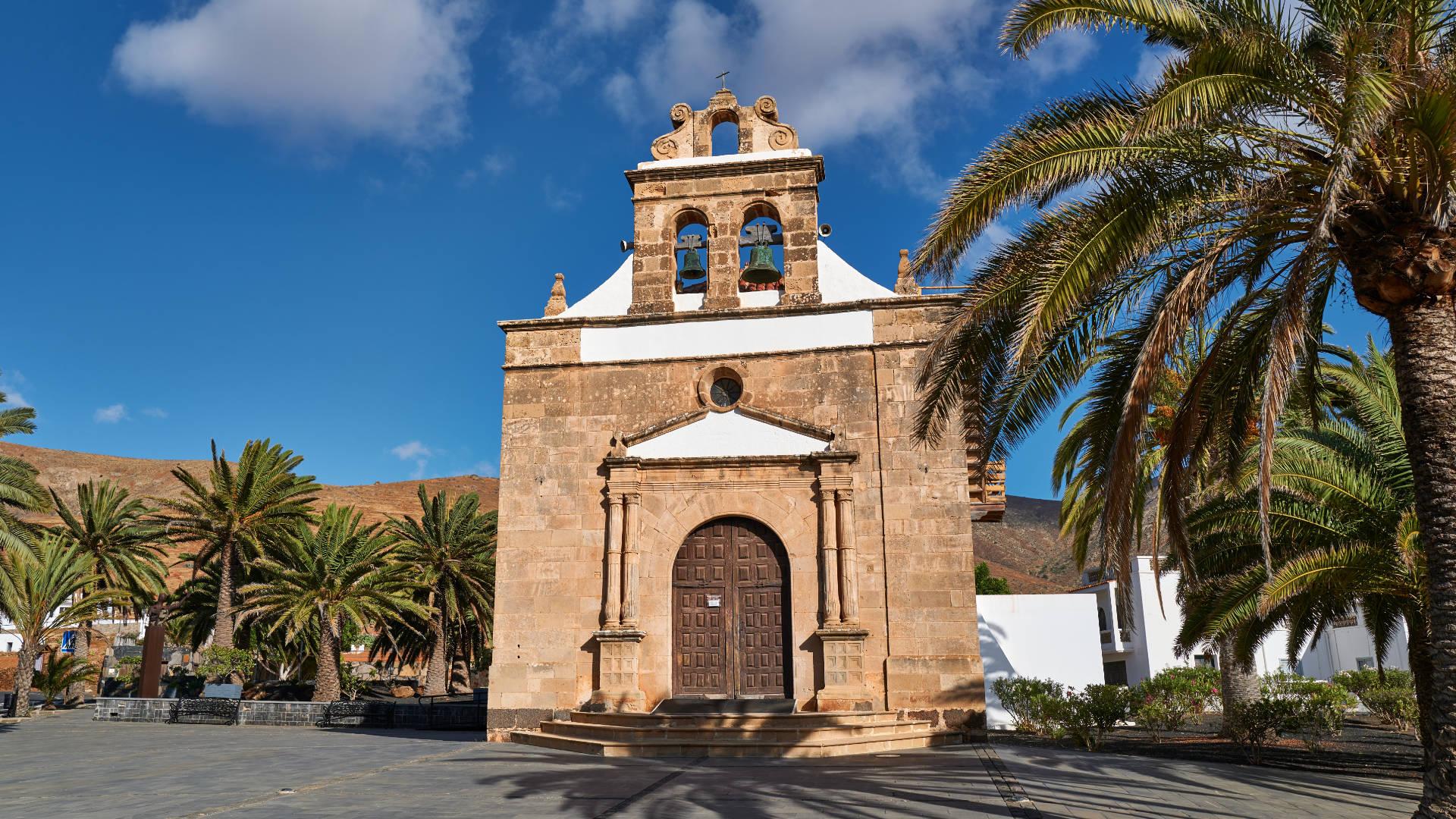 Iglesia de la Virgen de la Peña in Vega de Río Palmas