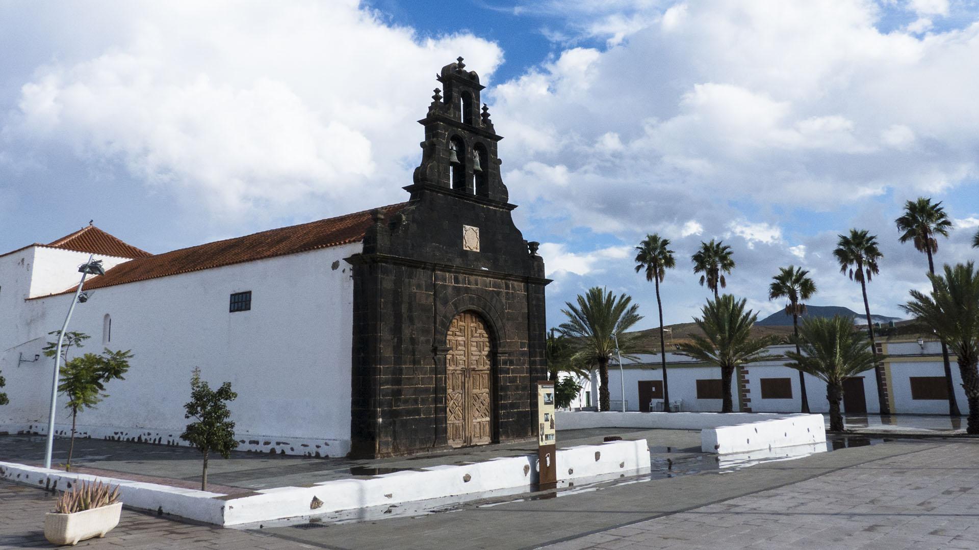 Fuerteventura Inselrundfahrt Norden –Casillas del Angel Fuerteventura Iglesia de Santa Ana.