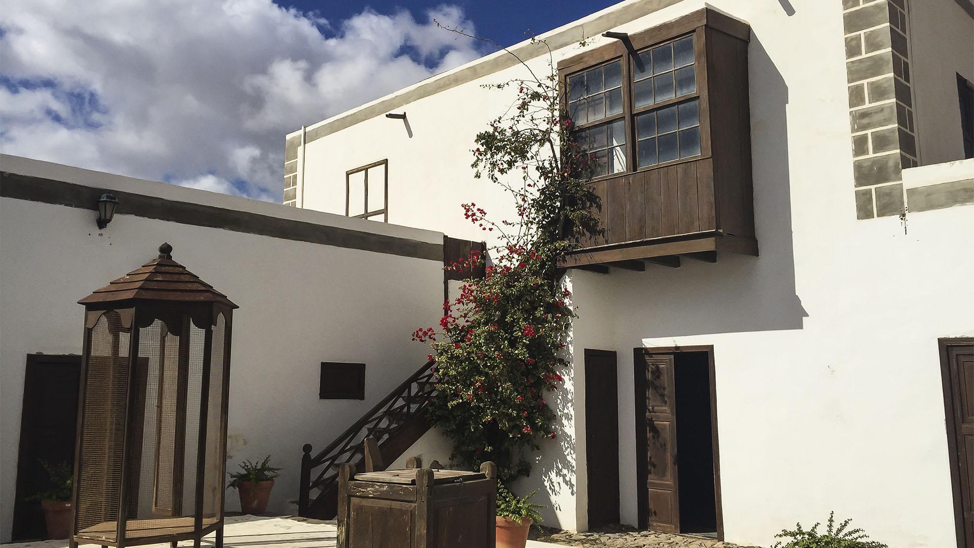 Fuerteventura Inselrundfahrt Norden –Ampuyenta die Häuser Dr. Menas.