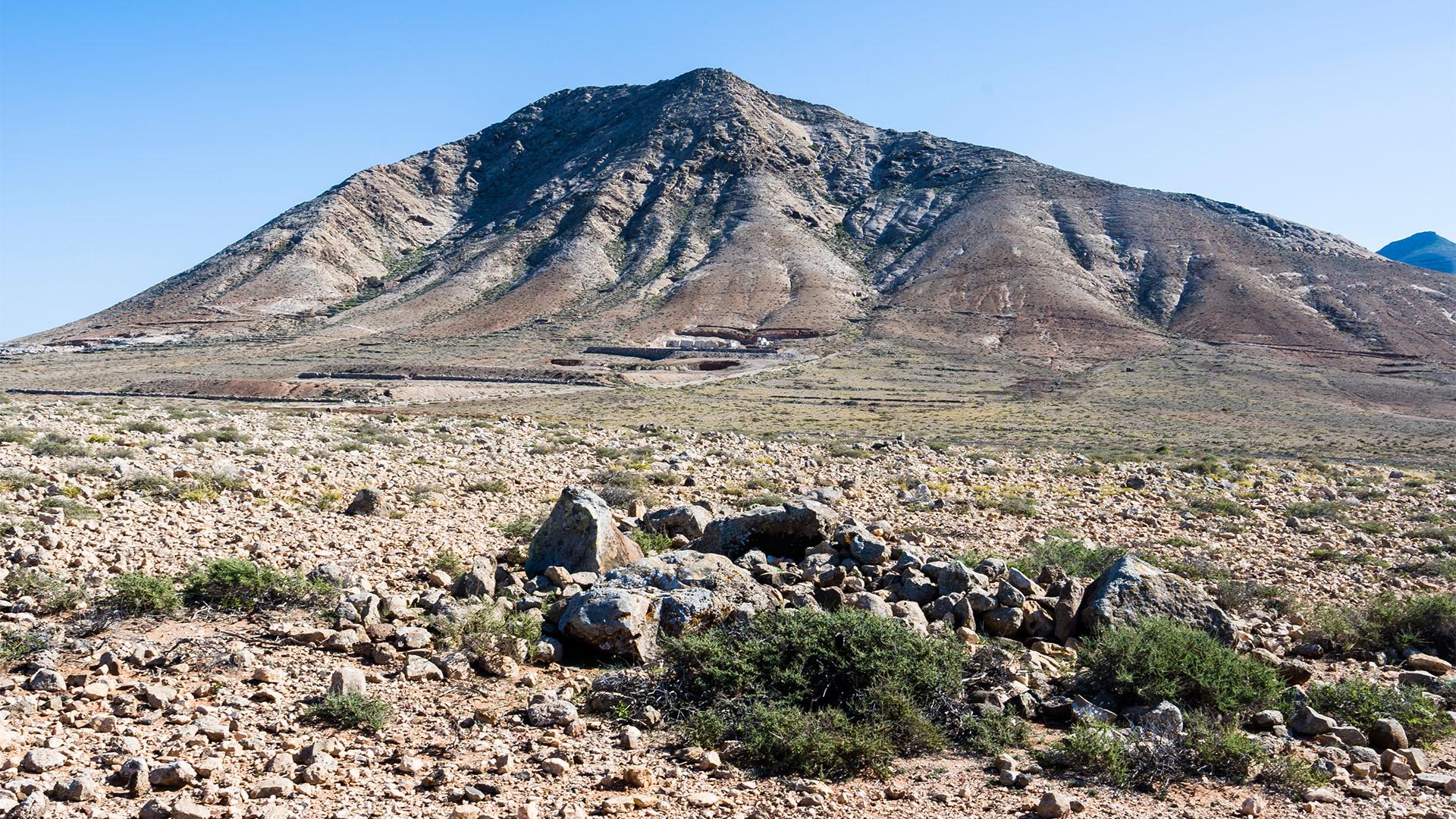 Wandern + Trekking auf Fuerteventura: Von Tindaya durch den Barranco Esquinzo nach El Cotillo.