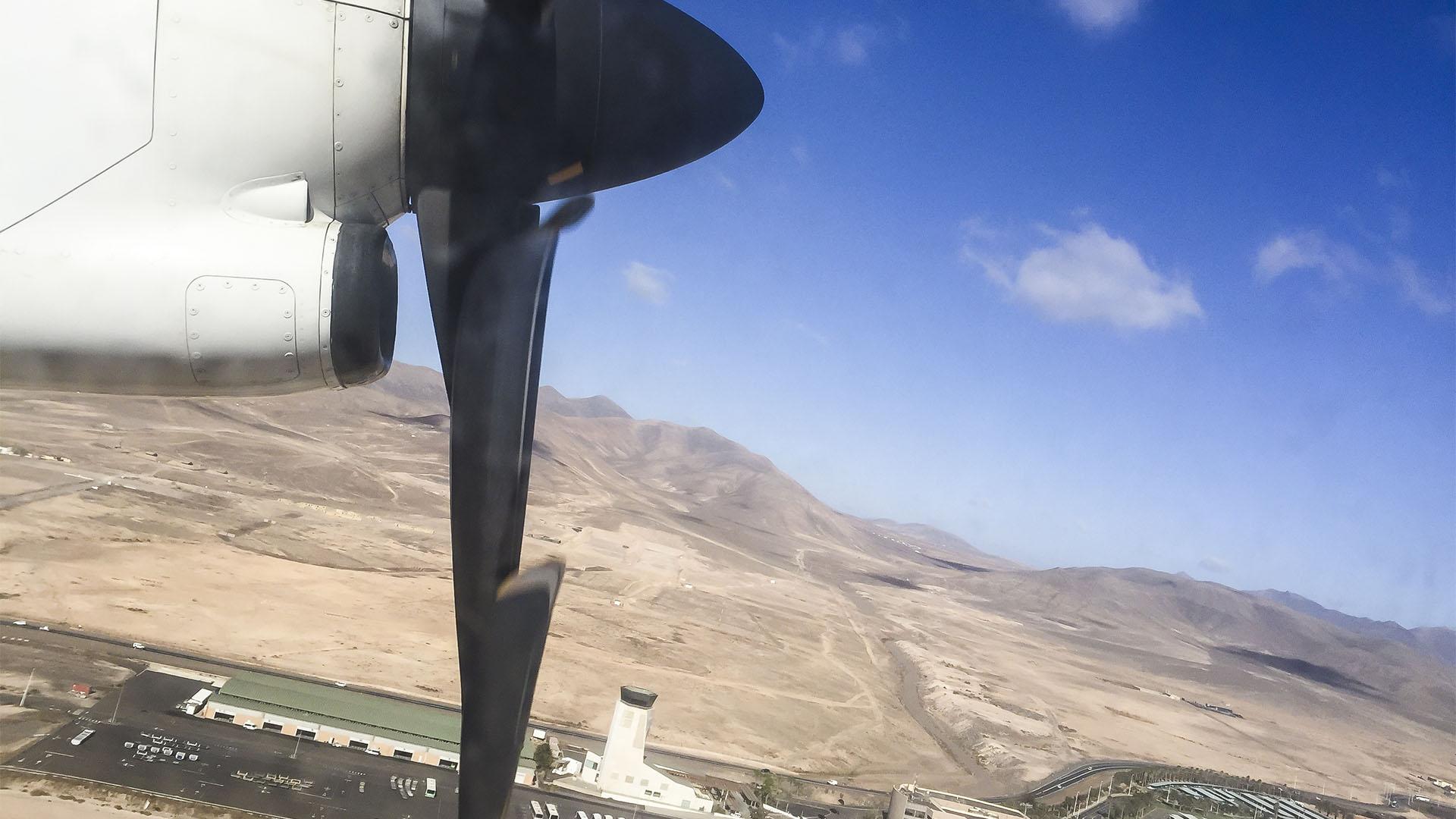 Mit dem Flugzeug auf das kanarische Archipel und Fuerteventura und Island Hopping mit Propeller Maschinen.