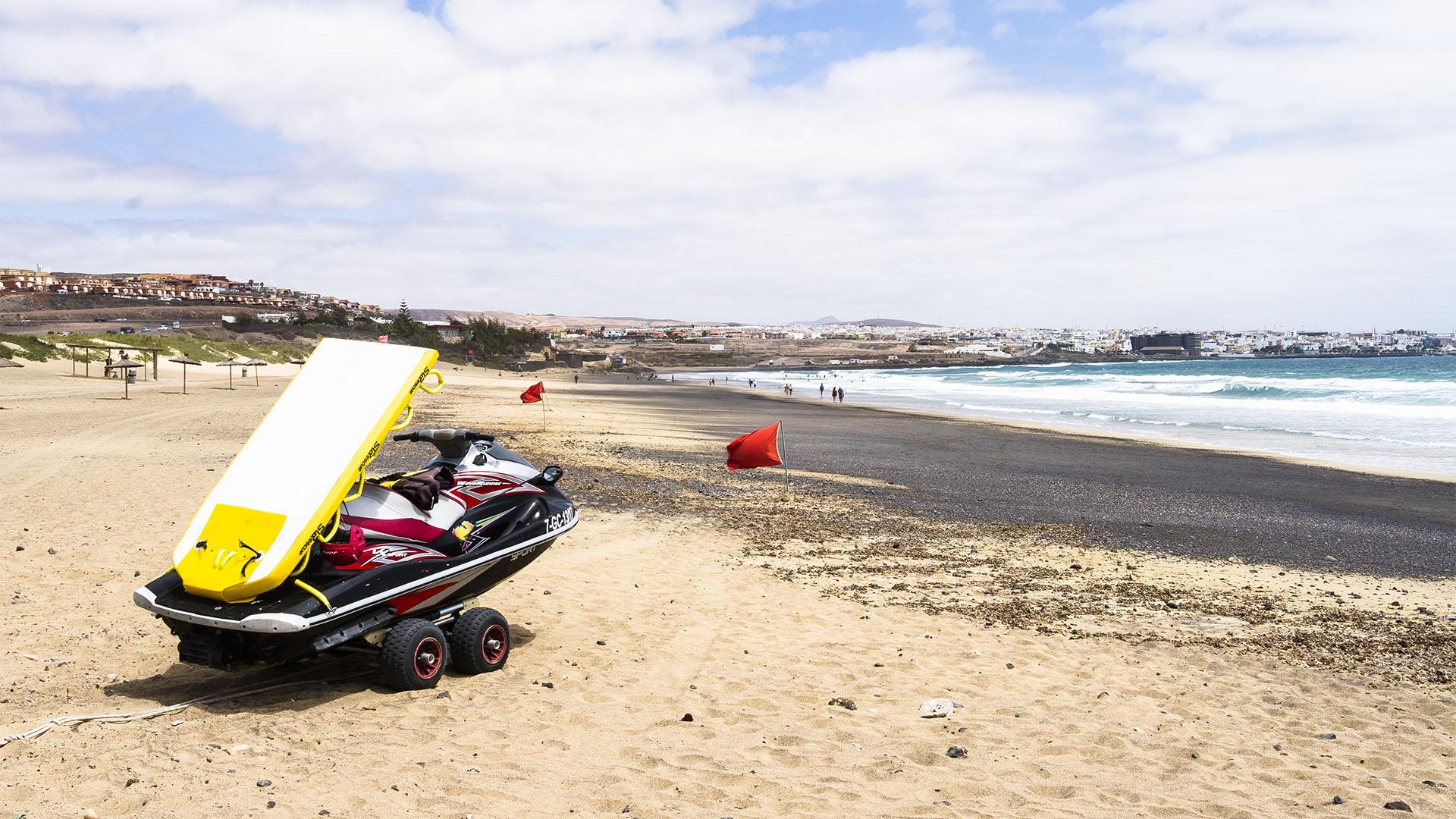 Sicherheit auf Fuerteventura: Jet Ski der Rettungsschwimmer am Playa blanca Puerto del Rosario.