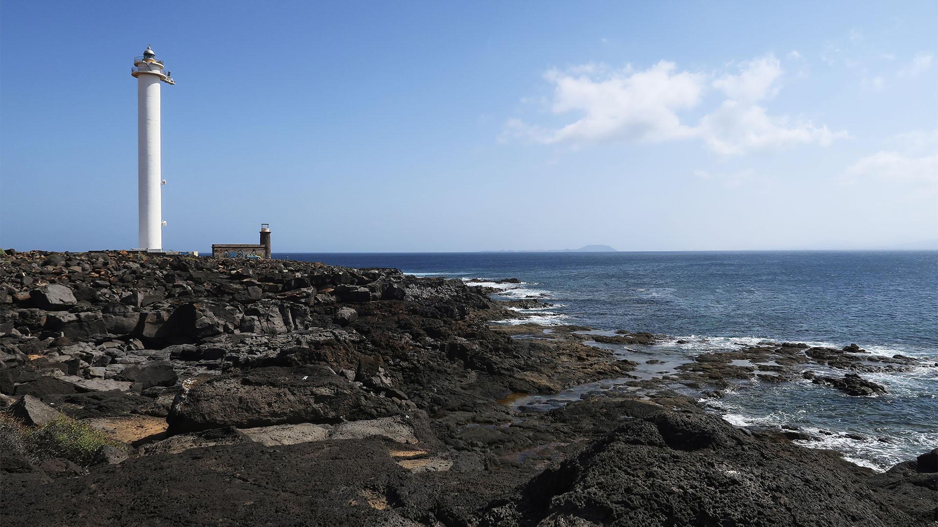 Alter und neuer Leuchtturm Faro Punta de Pechiguera Lanzarote.