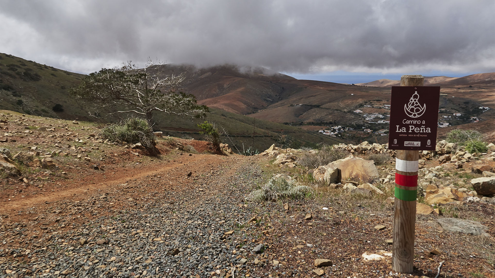 Orientierung beim Wandern auf Fuerteventura –Wegmarkierungen.