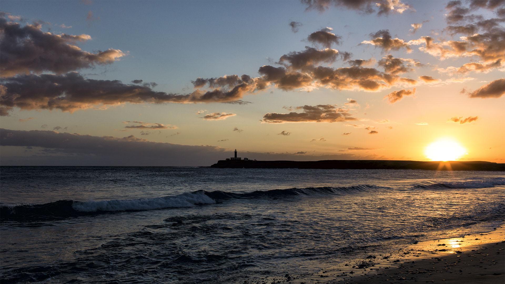 Atemberaubende Sonnenuntergänge besonders im Herbst –Faro de Punta de Jandía Fuerteventura.