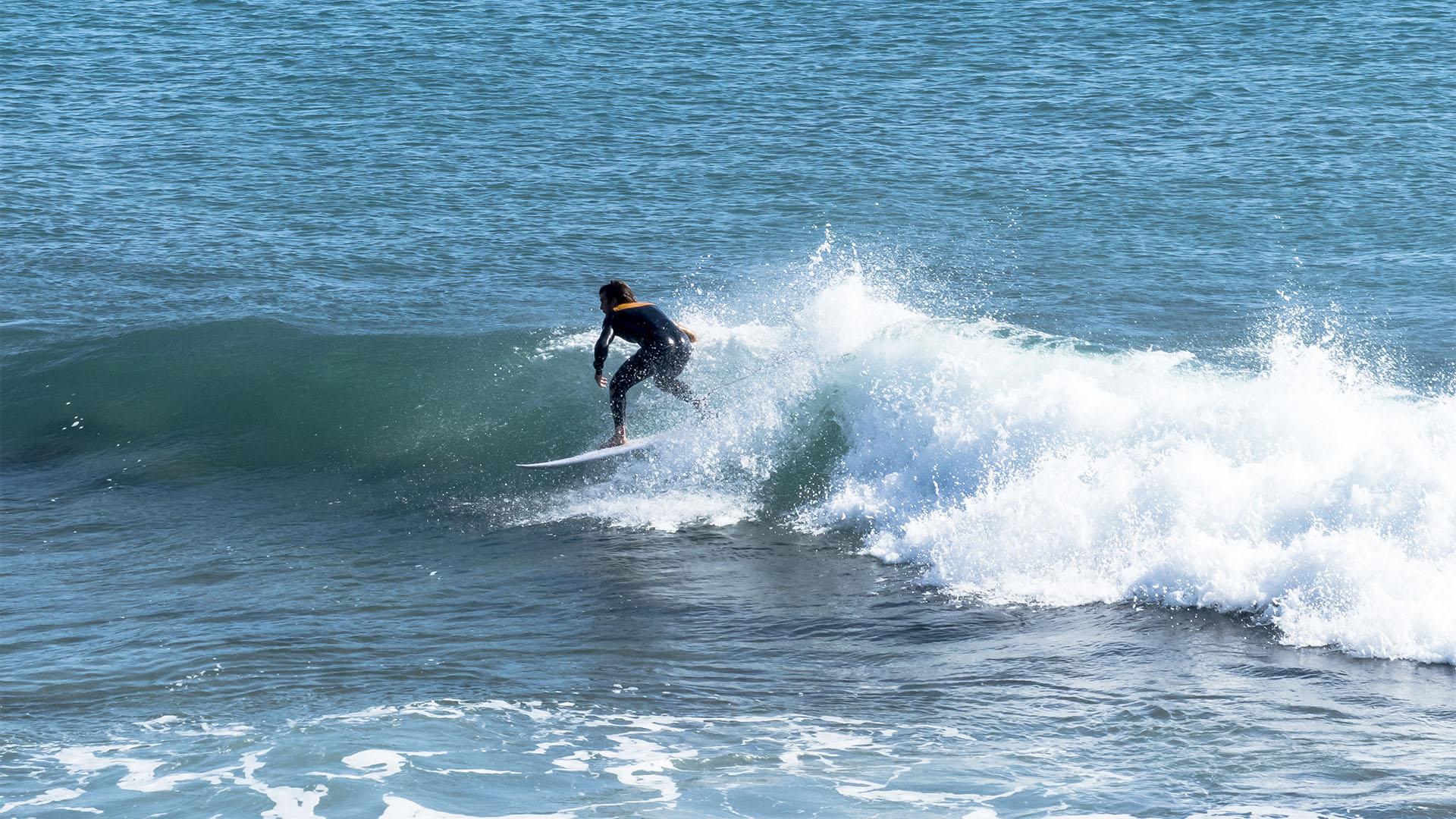"""Caleta de Bristol –doe """"Shooting Gallery"""" bei Corralejo Fuerteventura surfen."""