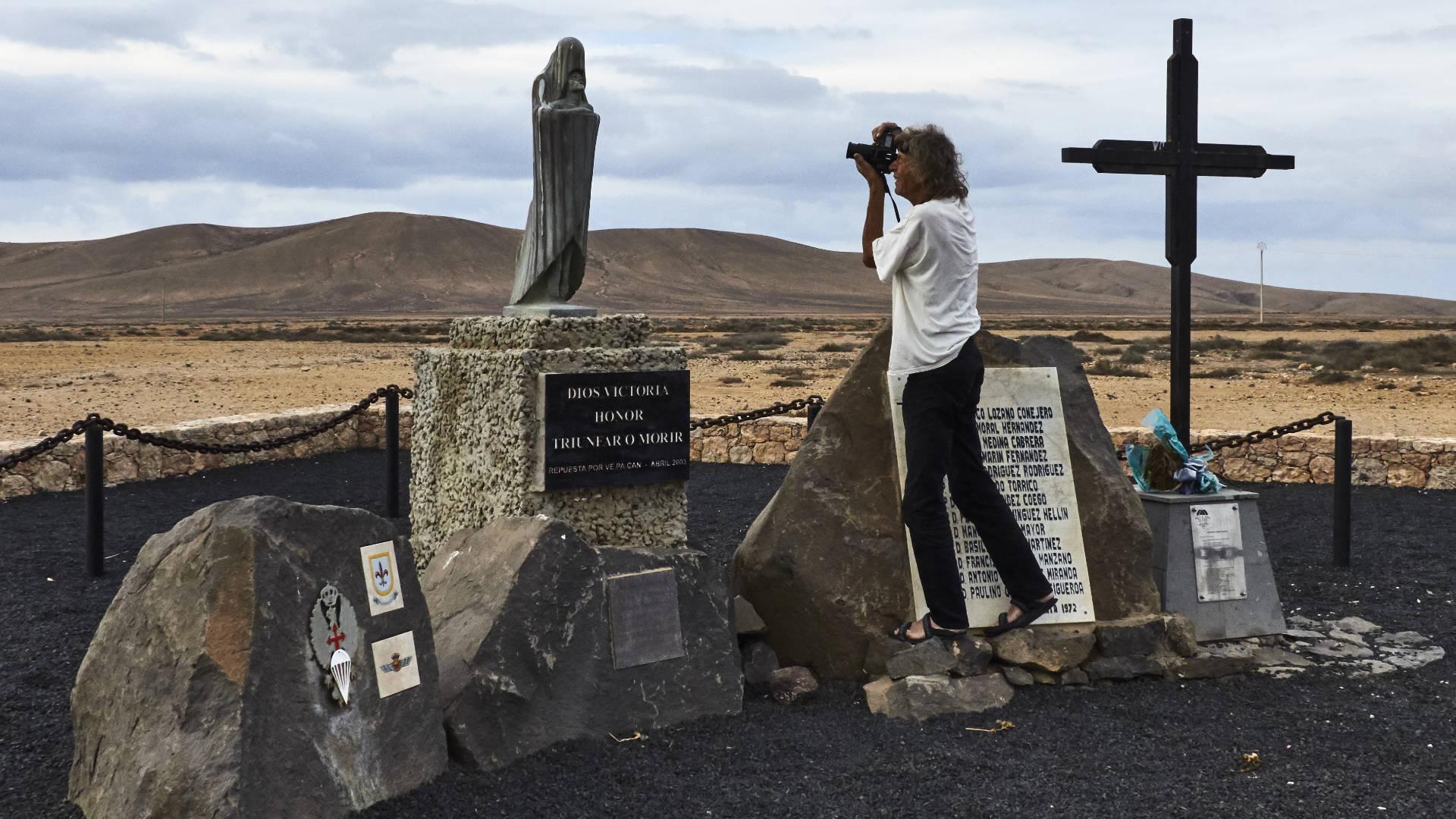Fallschirmspringer Denkmal bei Tefía, dem ersten Flugfeld der Insel.