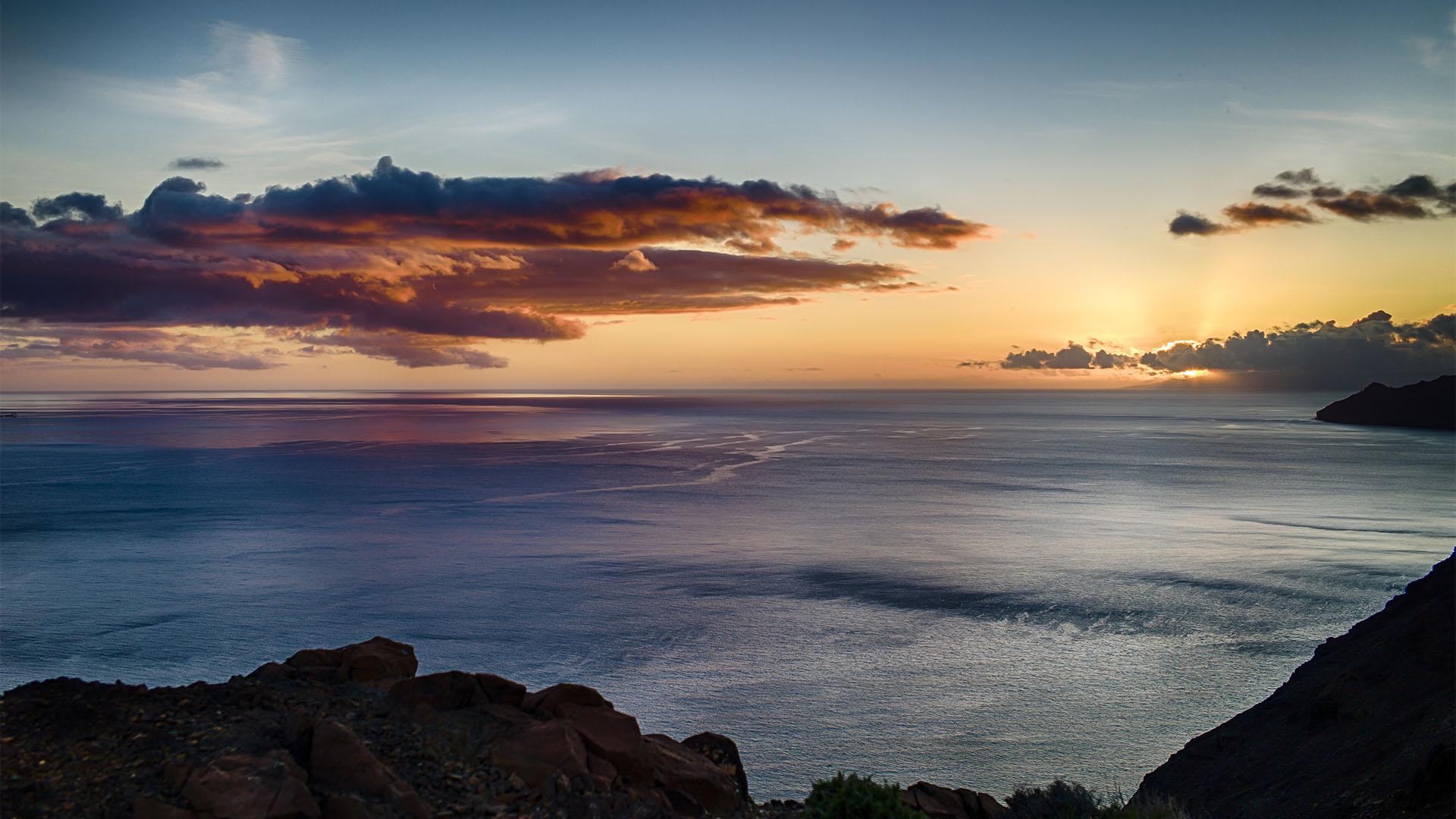 Einzigartige Sonnenuntergänge am Faro de la Entellada.
