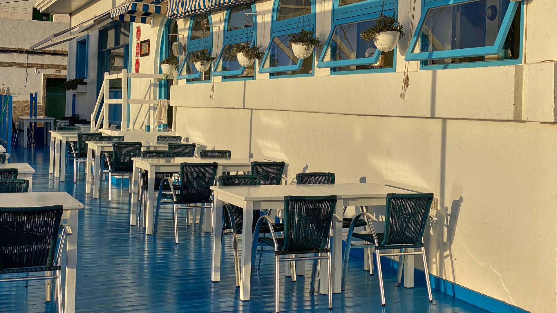 Warme Morgensonne auf der Terrasse des Avanti Boutique Hotels.